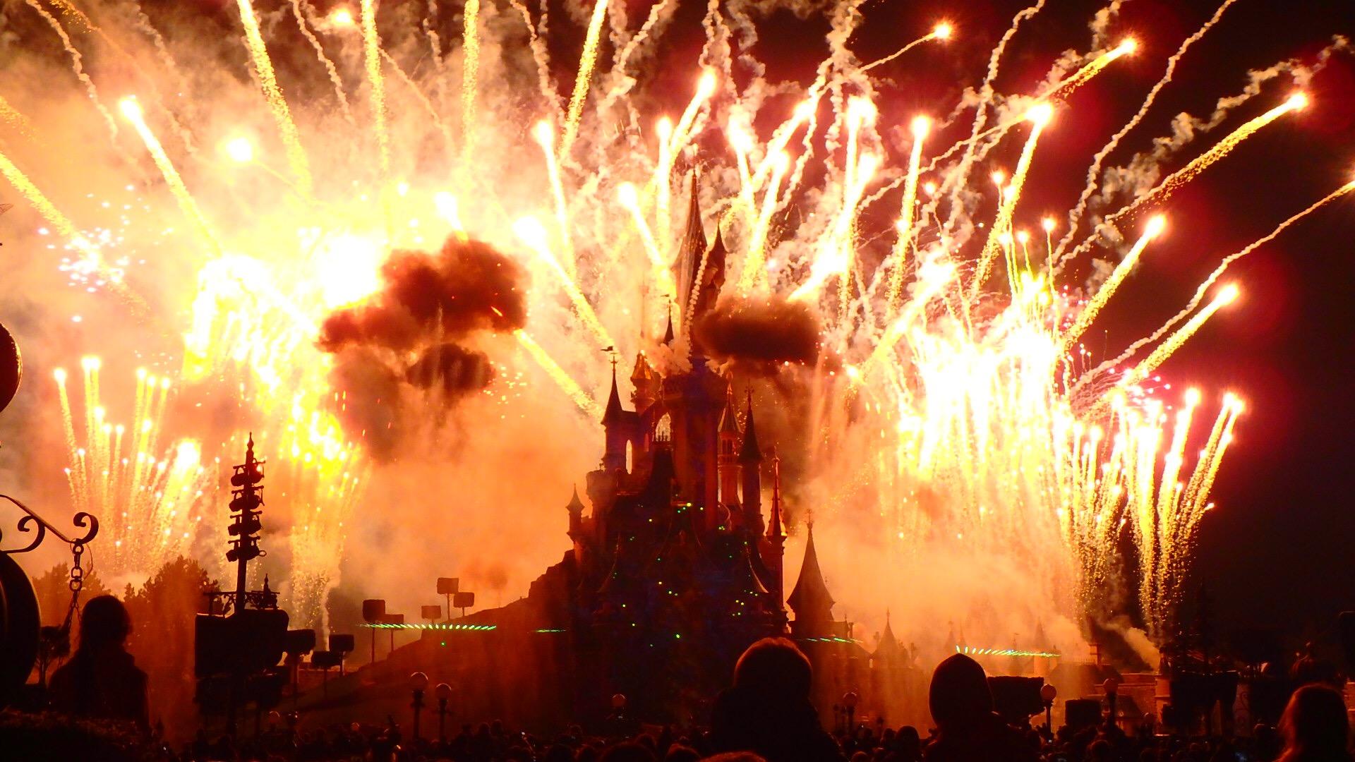 ディズニーランドパリ 夜のショーと花火 迫力がすごい