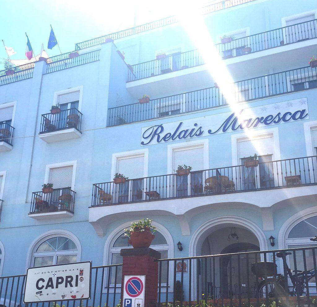 カプリ島はホテルも可愛いパステルカラー