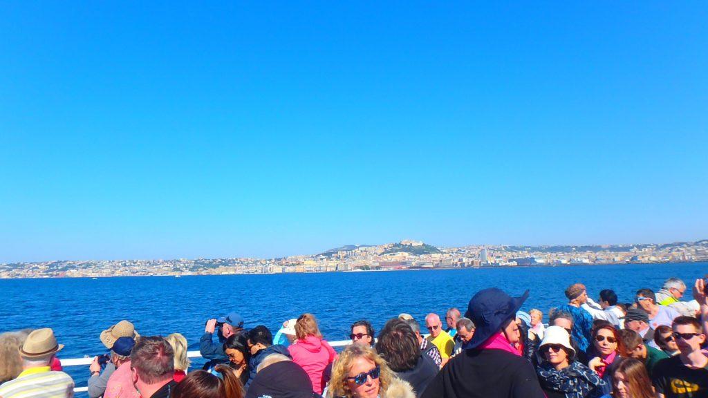 船上から見るイタリア本島も絶景
