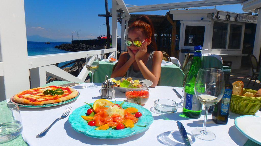 オーシャンビューの絶景レストラン&Bar イタリアのカプリ島