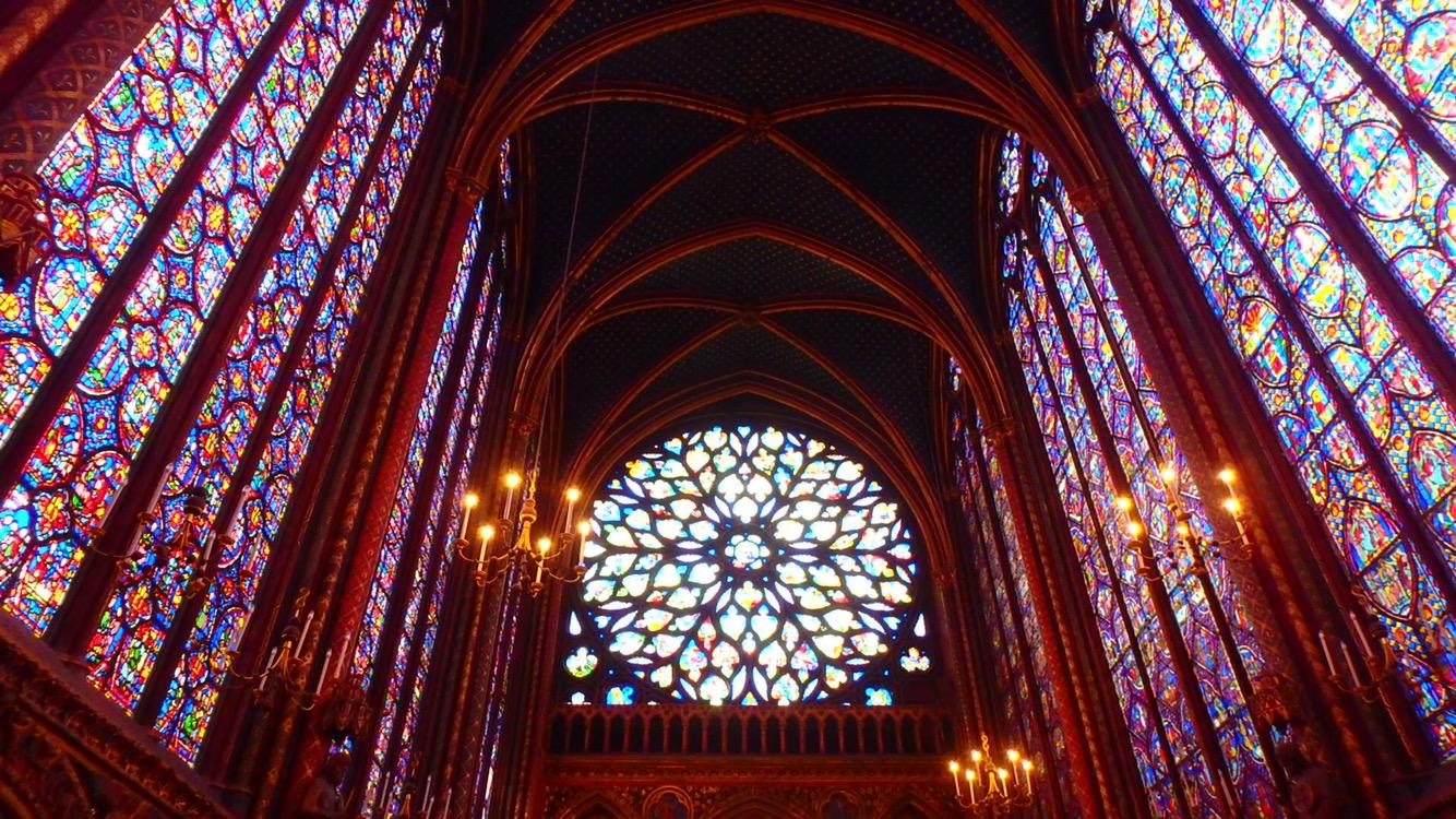 パリ最古のステンドグラスは世界遺産エリアに存在