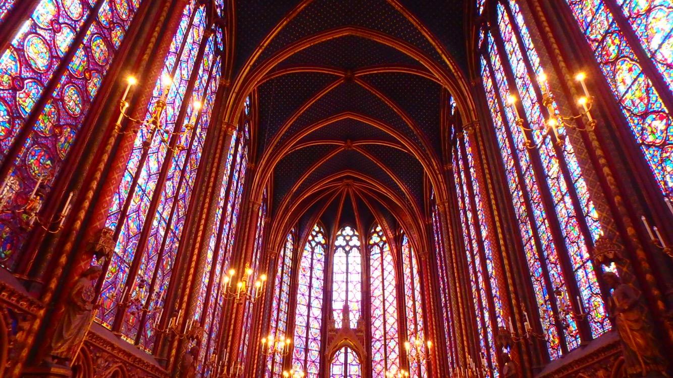 パリで最も美しい教会サント・シャペル教会のステンドグラス