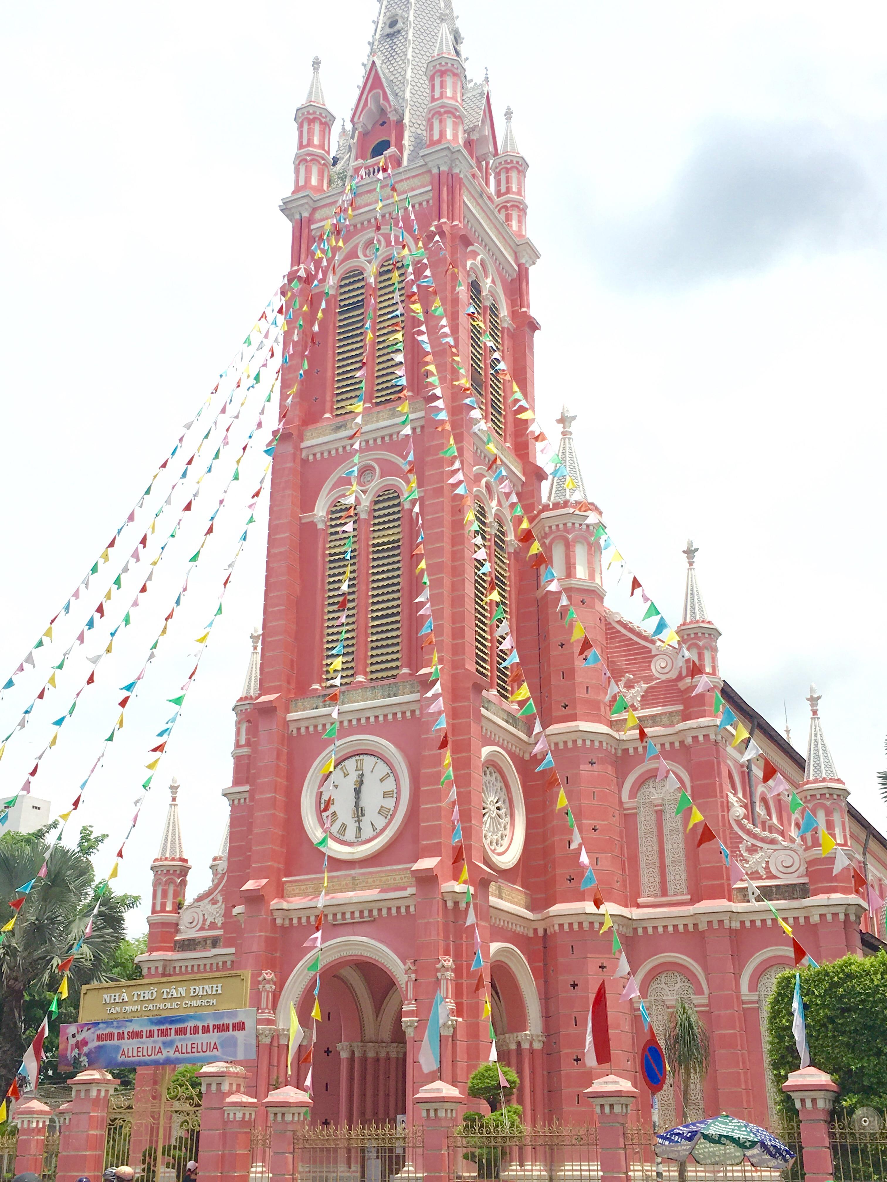ベトナム ピンクの可愛い教会 Tan Dinh Church(タンディン教会)