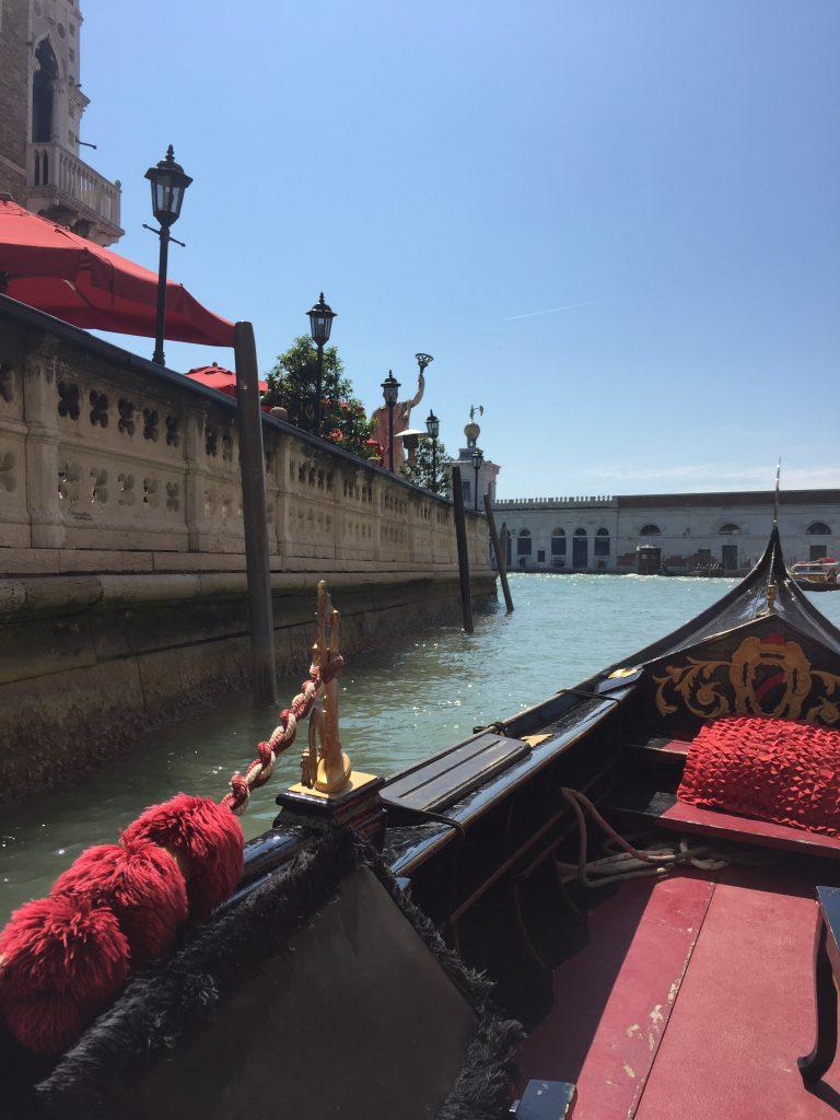 イタリアベネチアのプライベートゴンドラからの風景