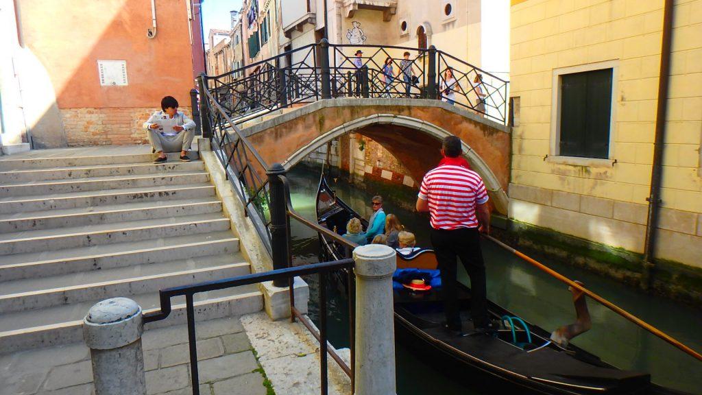ベネチア旅行 カップルでゴンドラ貸切