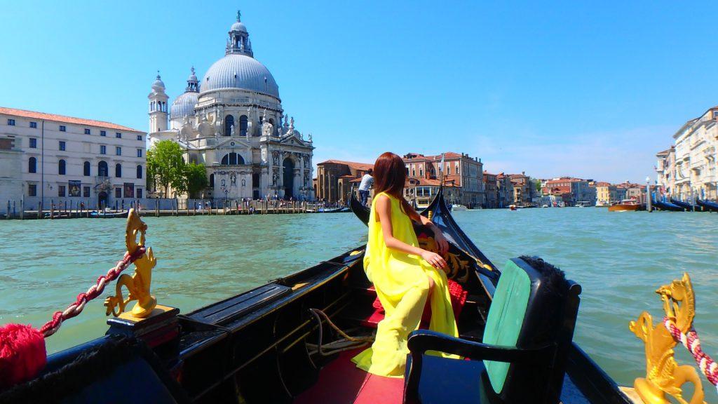 イタリアベネチアで優雅にプライベートゴンドラ