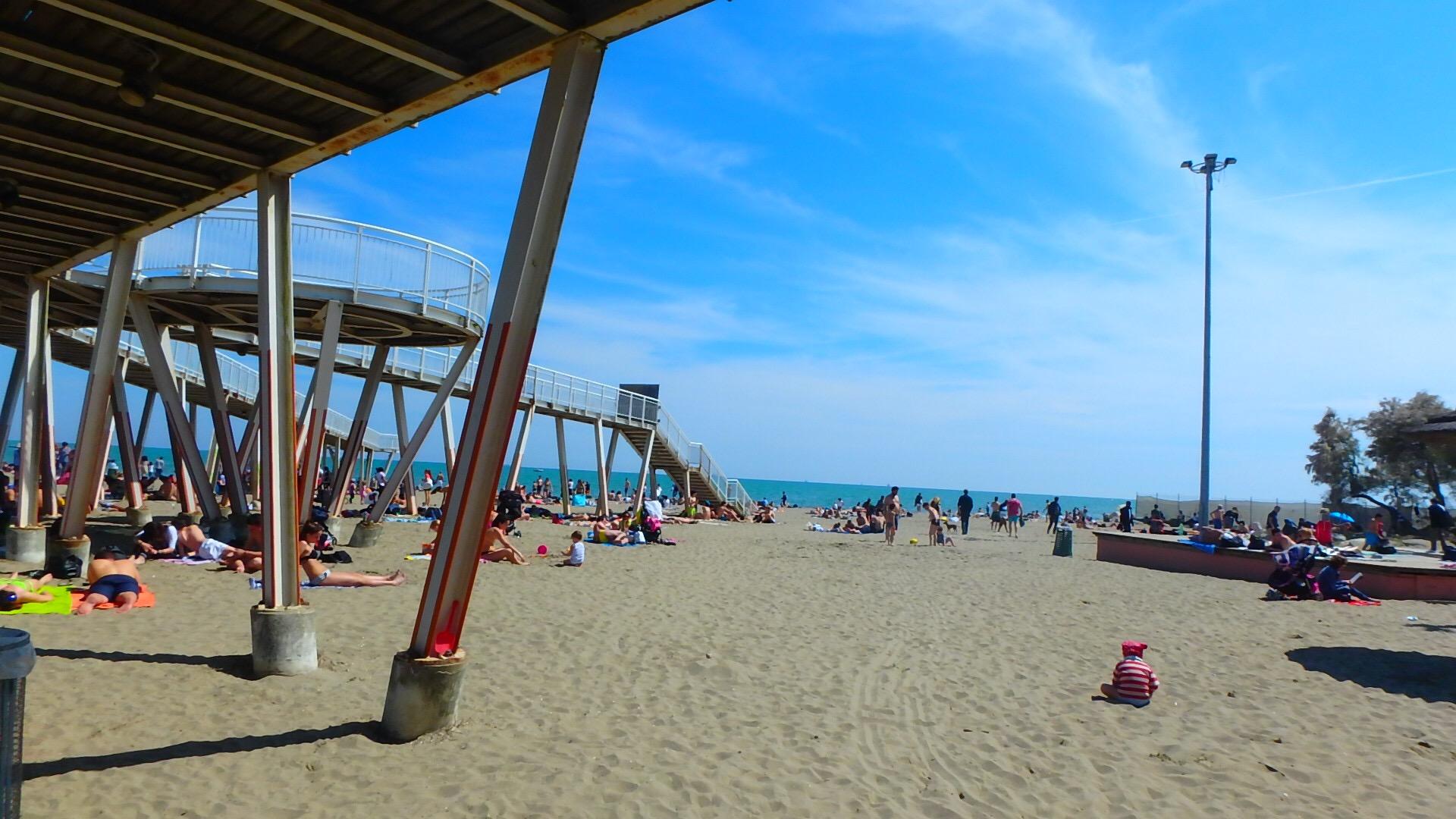 ベネチアの離島リド島の砂浜と海