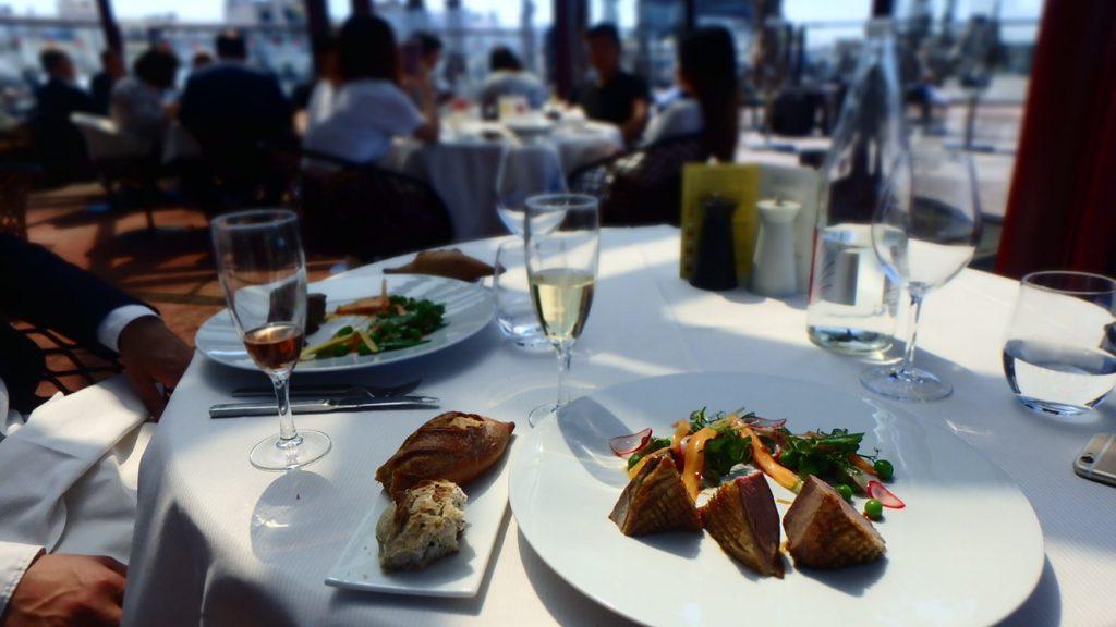 パリで美味しいお肉料理を おすすめの絶景レストラン