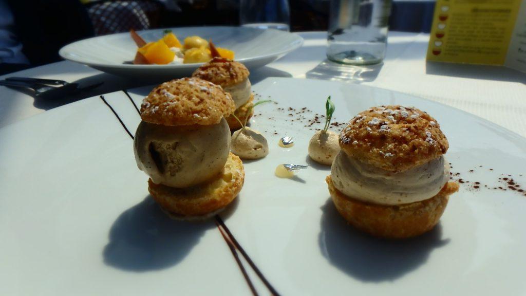パリで美味しいデザートを エッフェル塔の見える絶景Bar