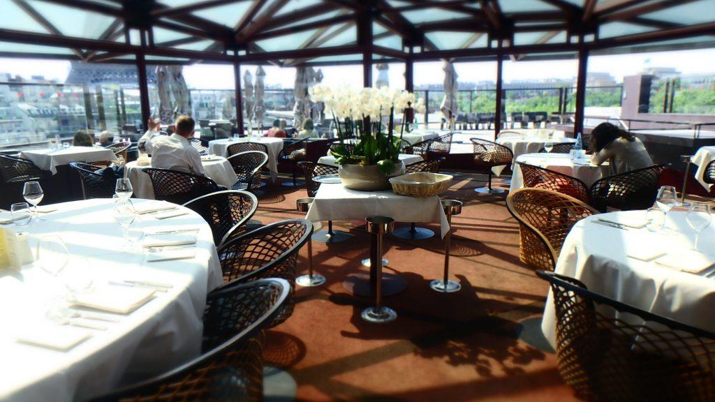 パリ エッフェル塔の見える絶景Bar&レストラン