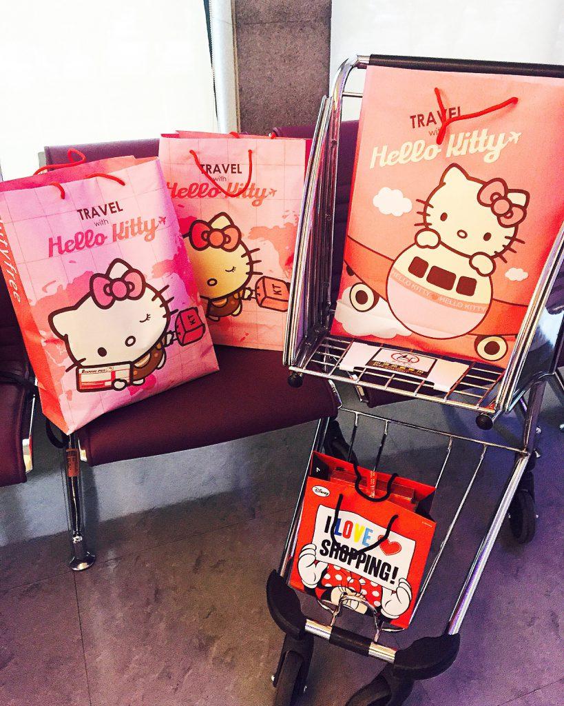 台湾桃園空港HELLO KITTY TRAVEL限定キティーのショップ袋