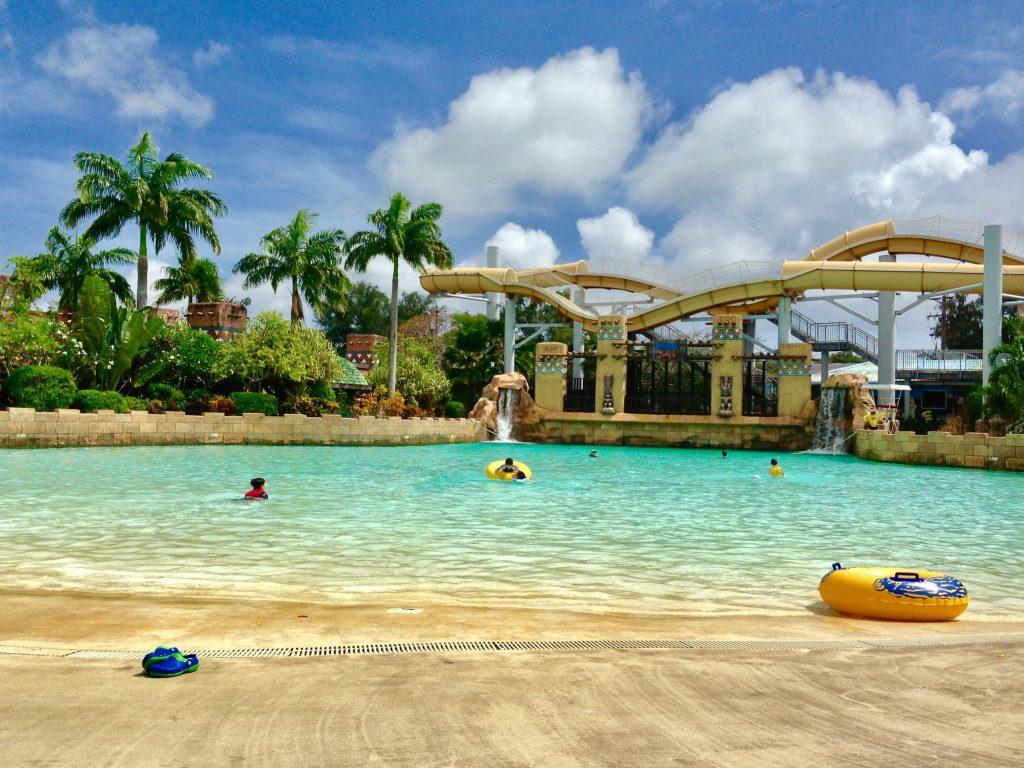 ワールドリゾートサイパン プールのスライダーが楽しい
