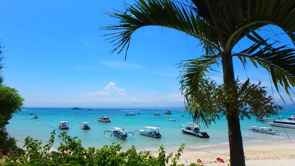 バリ島離島のレンボンガン島海が綺麗な絶景ビーチ