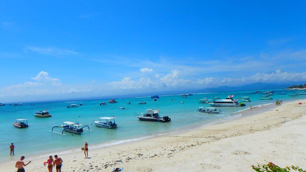 バリ島離島のレンボンガン島珊瑚礁と海が綺麗