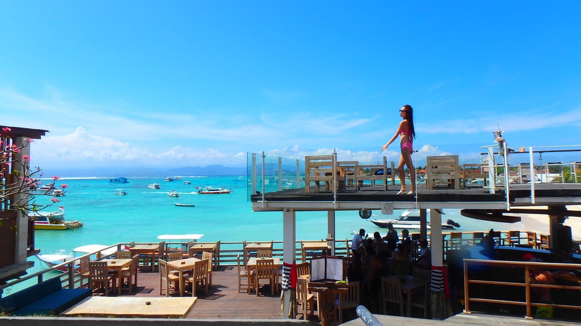 レンボンガン島のヴィラにあるカフェも素敵