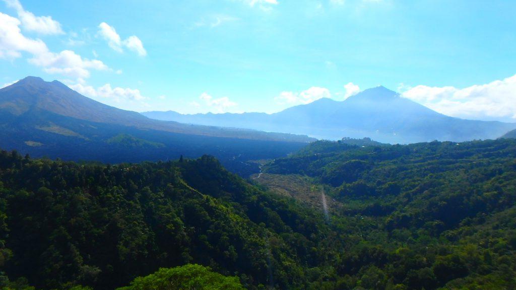 バリ島世界遺産キンタマーニ高原からのバトゥール湖