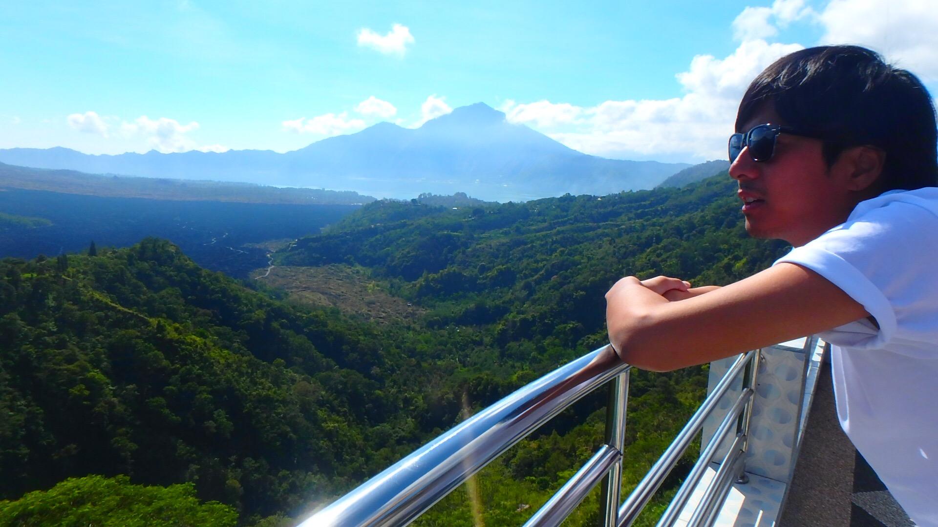 バリ島世界遺産キンタマーニ高原から眺めるバトゥール湖