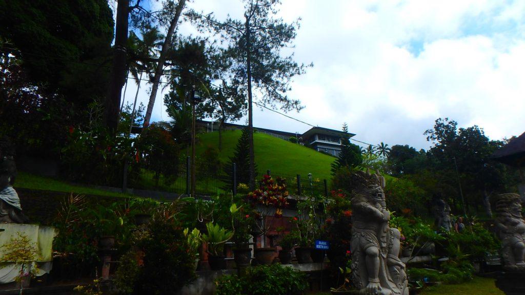 バリ島ティルタウンプル寺院デヴィ夫人とスカルノ大統領の別荘