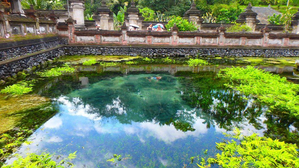 バリ島観光におすすめの寺院 ティルタウンプル