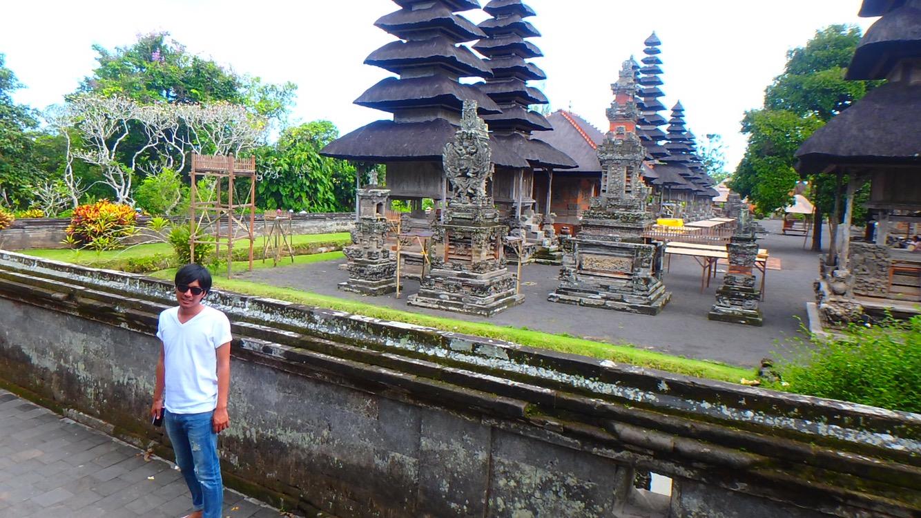 バリ島タマンアユン寺院の遊歩道から見学