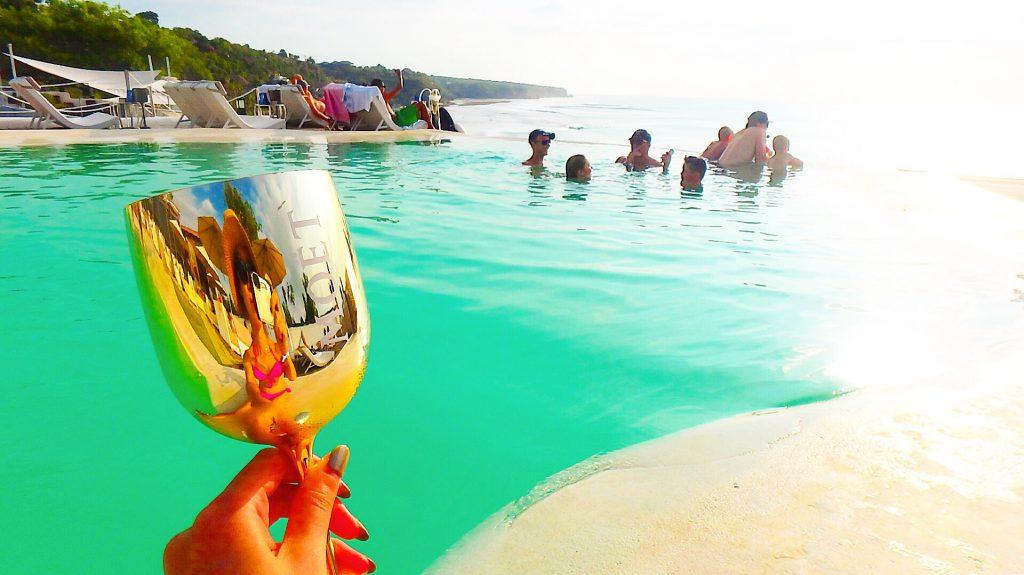 バリ島でシャンパン