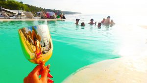 海外でおすすめの プールとテラス席のある絶景Bar