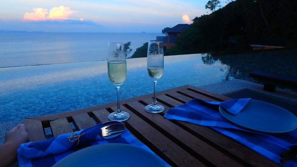 プーケット 海を見ながらシャンパンが飲めるレストラン