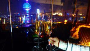 海外で絶景とシャンパンを 上海のルーフトップバー