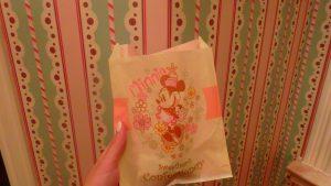 上海ディズニーでおすすめのミニーのお土産ショップ袋