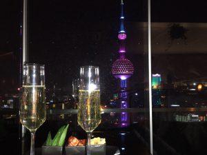 初めての海外旅行におすすめの国 上海の夜景が綺麗なBar