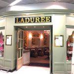 フランスは空港内にもラデュレ (Ladurée ) のマカロンショップが♡シャルルドゴール