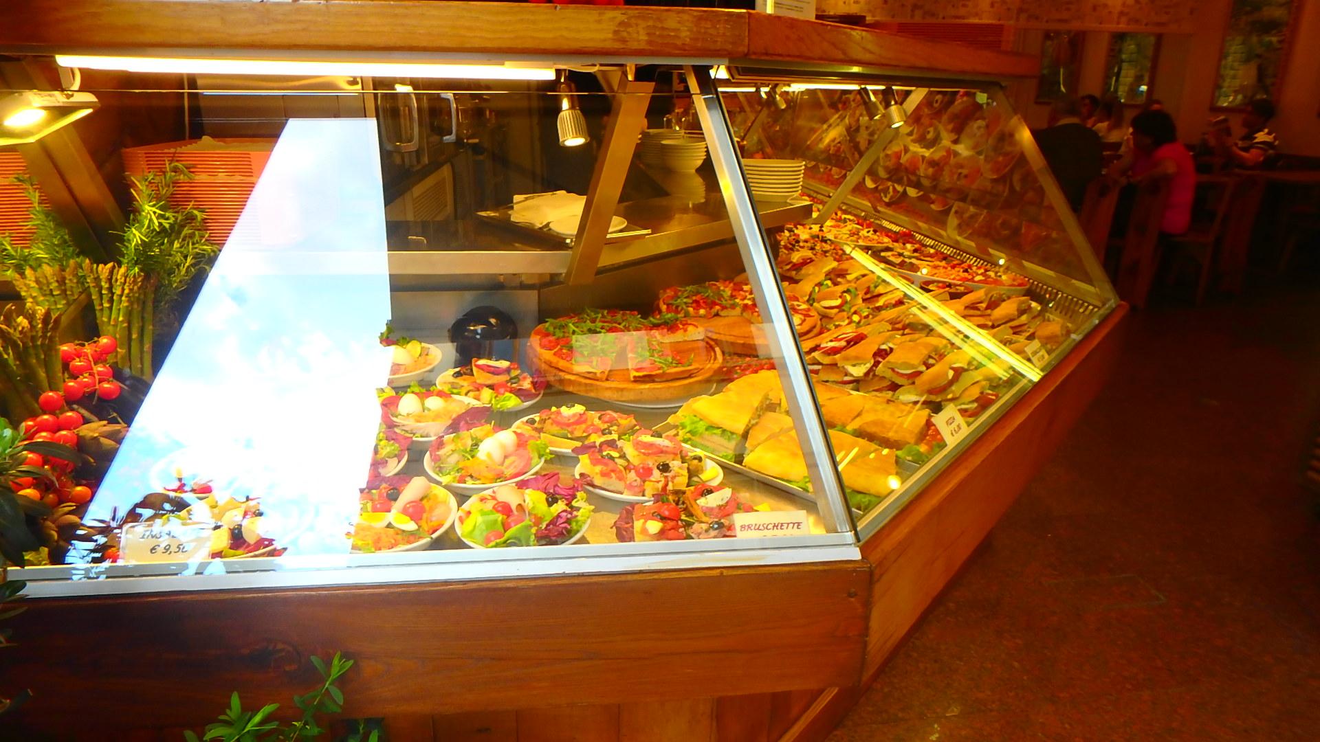 フィレンツェのレストラン。食材が彩り豊かなのも魅力です。
