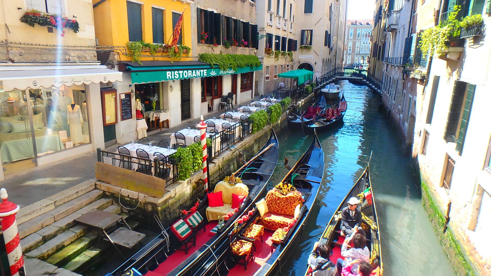 ヴェネチア 落ち着いた雰囲気のテラスカフェ&レストラン