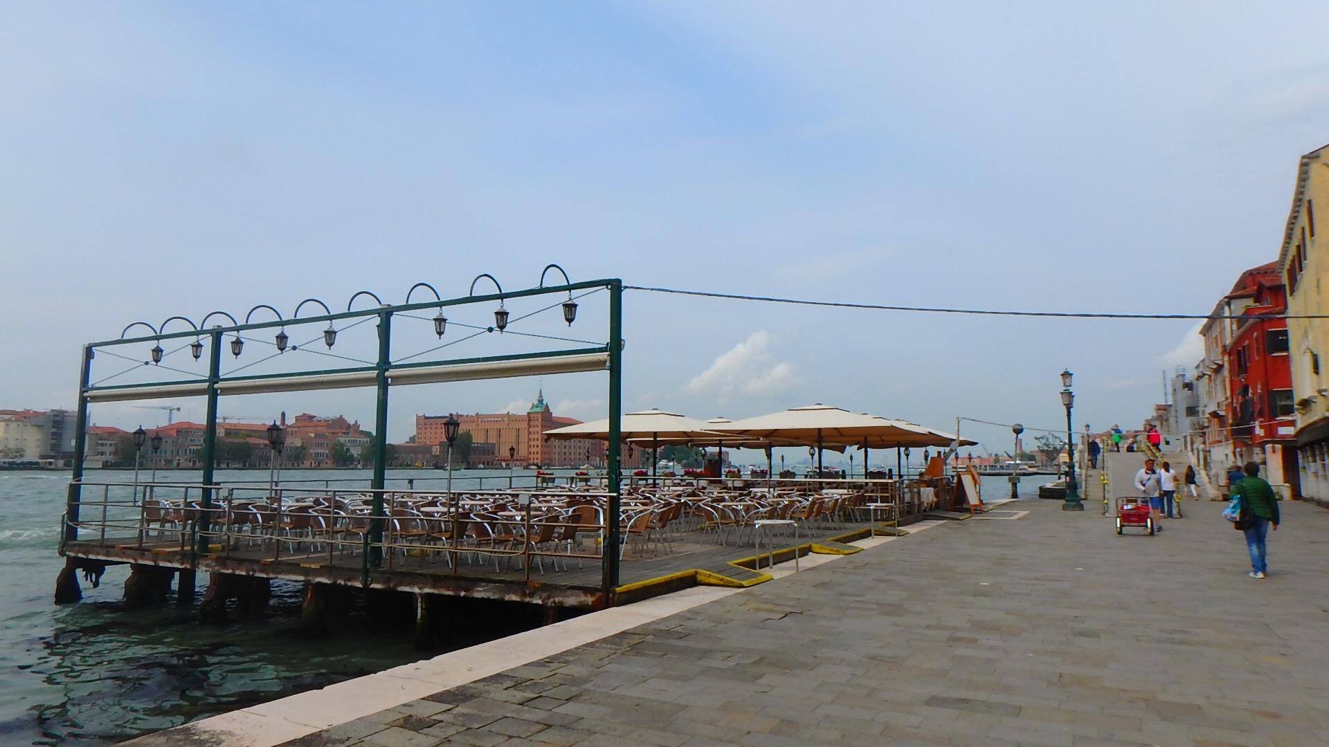 ベネチア 海沿い テラス席のあるカフェ&レストラン
