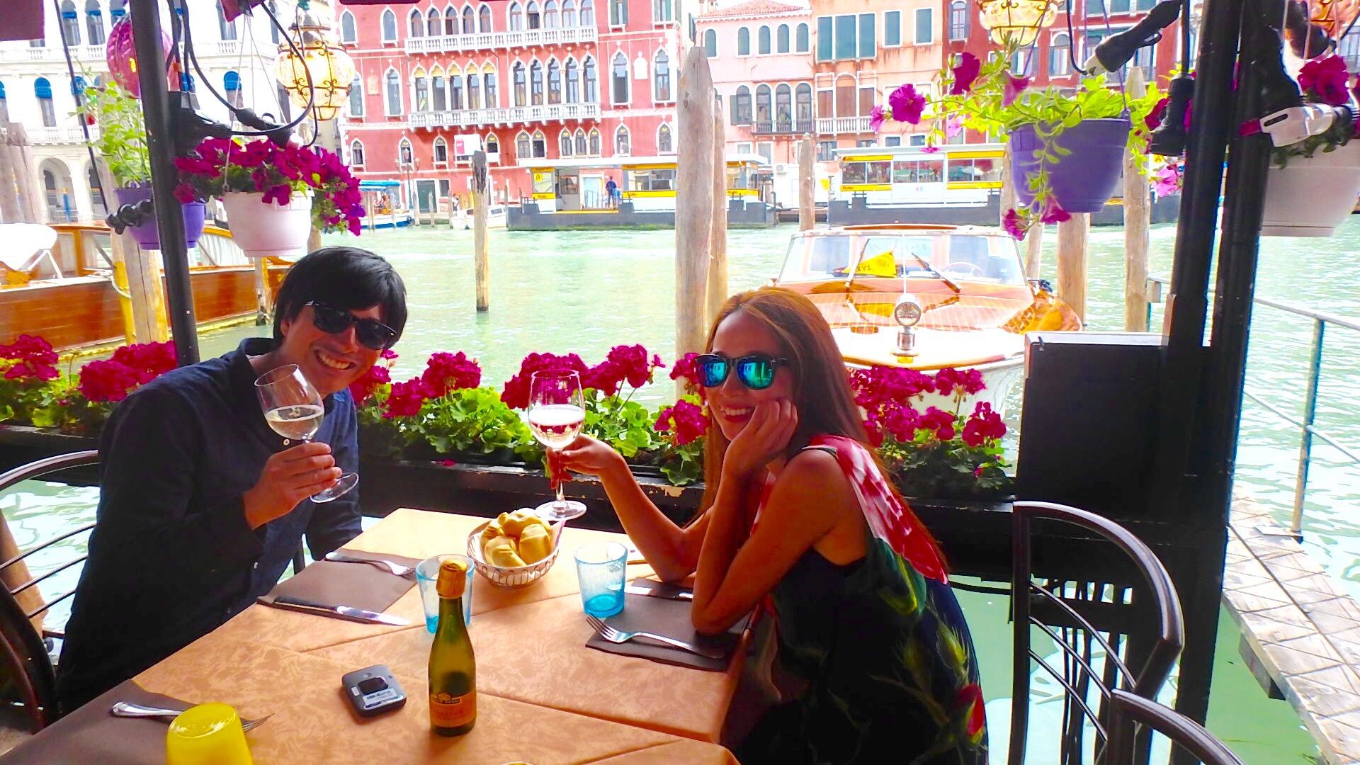 ベネチア テラス席のあるお洒落なカフェレストラン