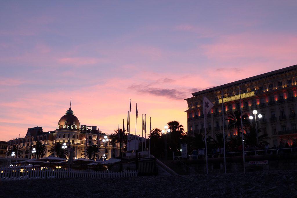 ニースのホテルネグレスコ ライトアップとサンセット