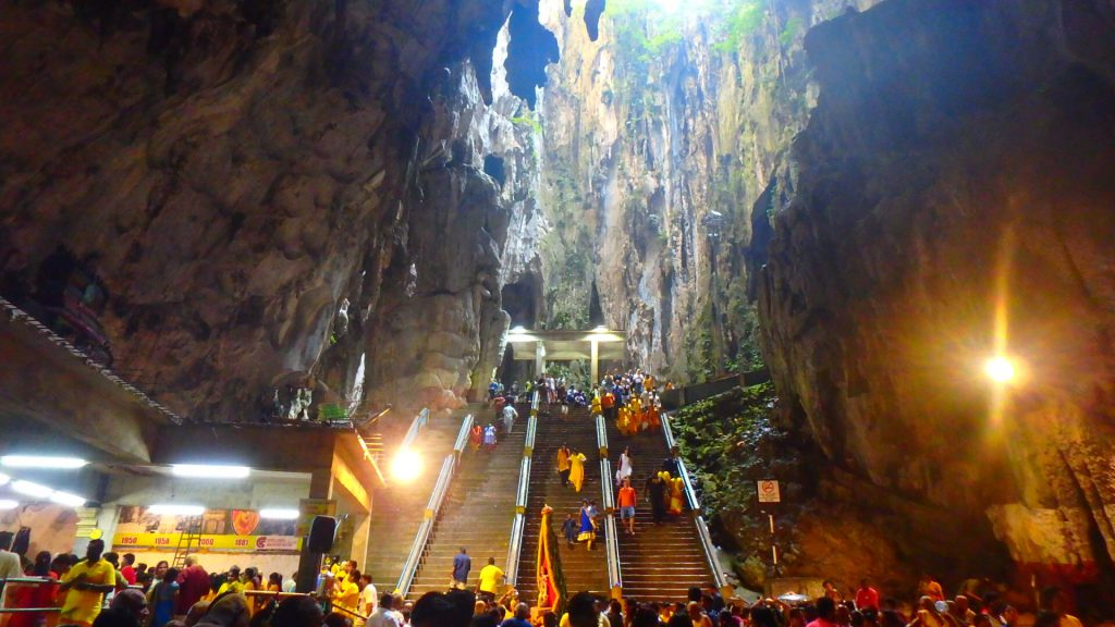 マレーシア1日弾丸旅行 バトゥ洞窟 神秘的