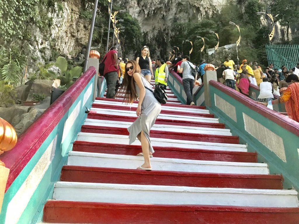 マレーシア1日弾丸旅行 バトゥ洞窟 階段がきつい