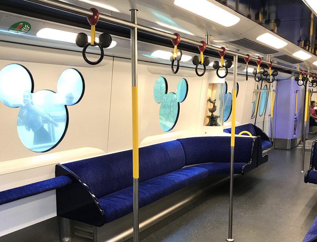 香港ディズニー リゾートライン 電車内