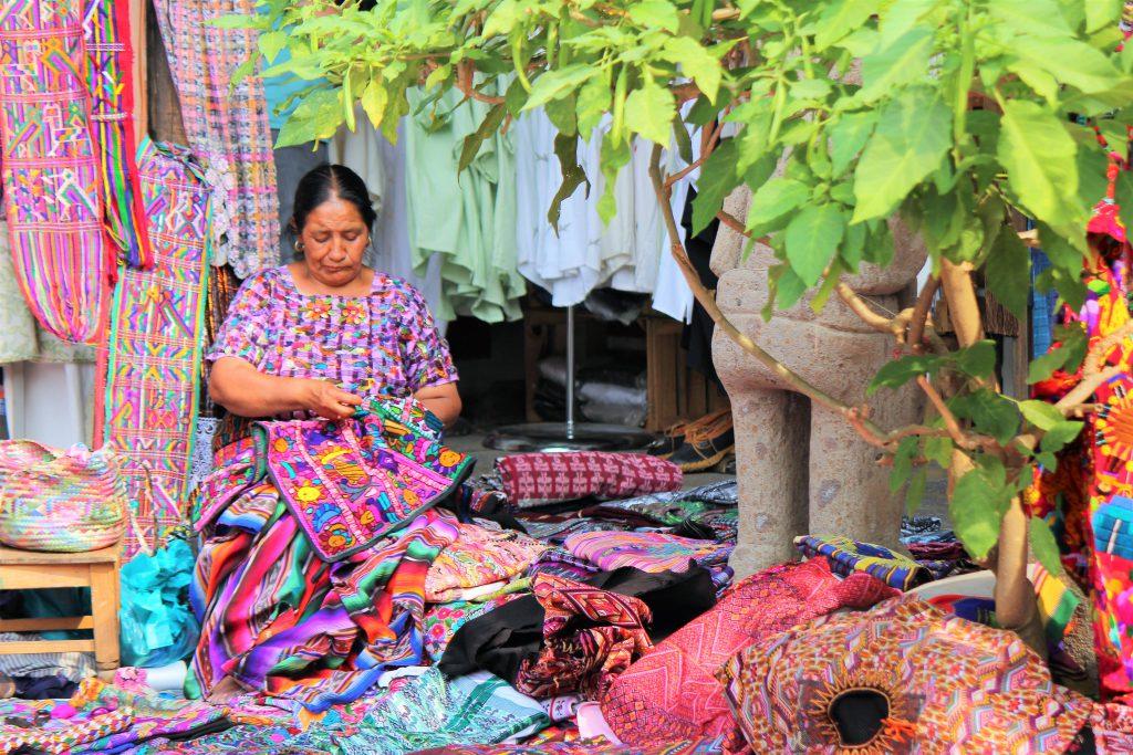 グアテマラおすすめ観光 お土産屋さんもいっぱい