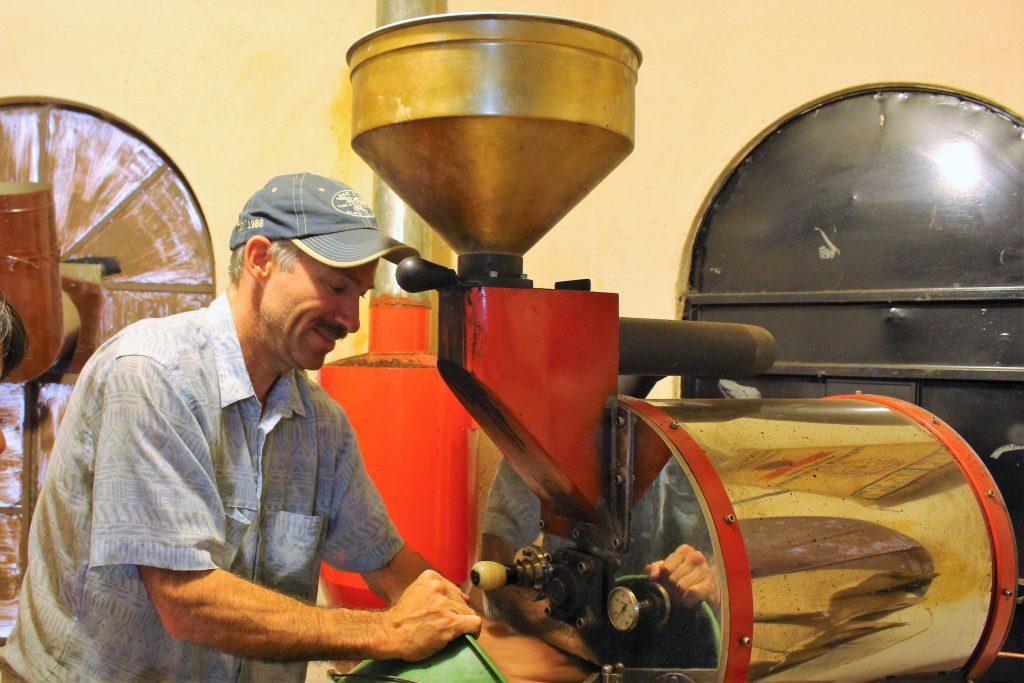 グアテマラ Crossroads Cafe 秘密のコーヒー保管庫