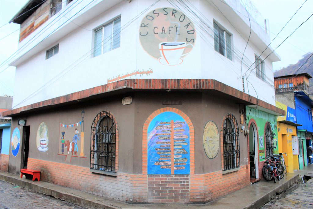 グアテマラのお洒落カフェ Crossroads Cafe (クロスロード カフェ)