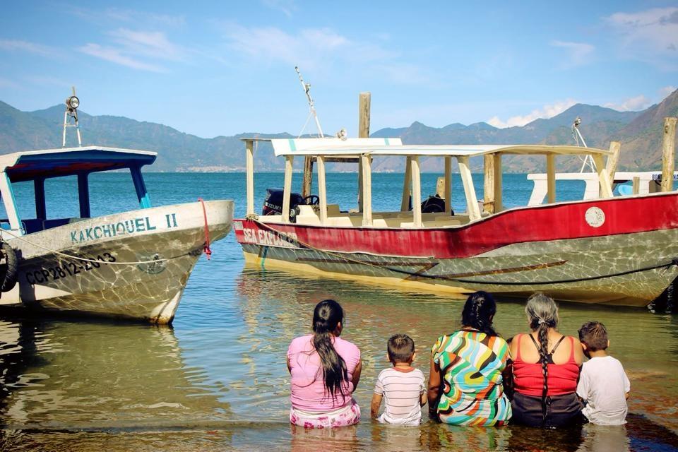 グアテマラおすすめ観光 世界一綺麗なアティトラン湖