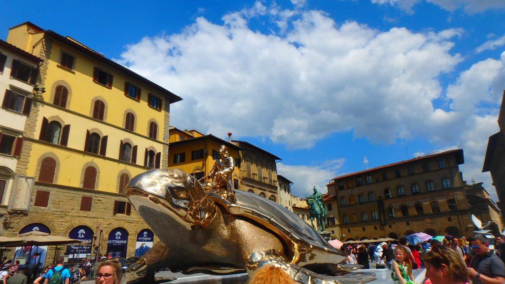 フィレンツェおすすめ観光 シニョリーア広場 黄金のカメ