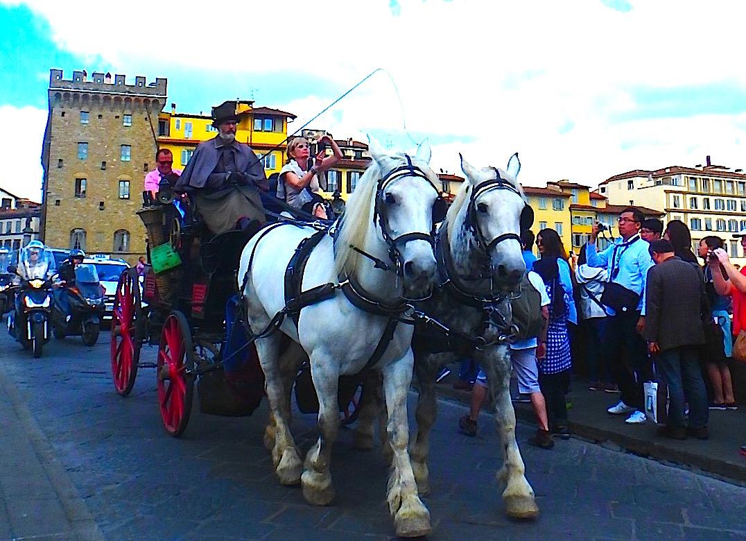 フィレンツェのおすすめ観光 ヴェッキオ橋と馬車