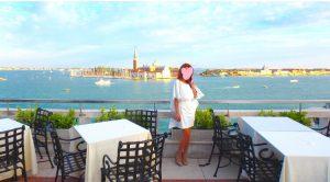 海外旅行 高級レストランでのドレスコード 女性の服装