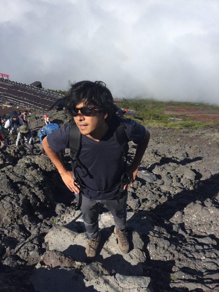 富士登山記 岩場が多いので軍手があると便利