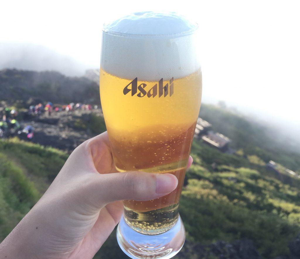 富士山で飲むビールが最高に美味すぎる! 絶景登山
