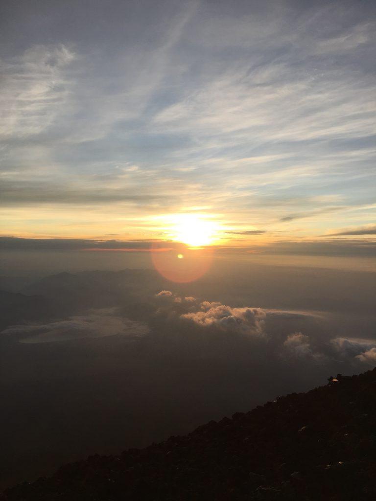 女性でも登れる! 日本一高い山からのご来光が絶景
