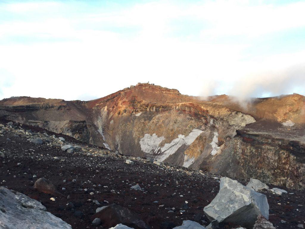 女性でも大丈夫!富士登山記 山頂のご来光と火口